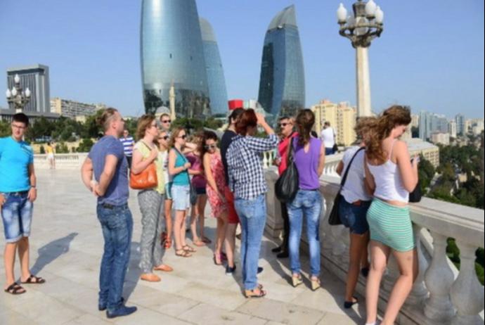 """<p><strong>Azərbaycana gələn turistlər 3,3 dəfə azalıb: <span style=""""color:#ff0000"""">Virusa görə</span></strong></p>"""