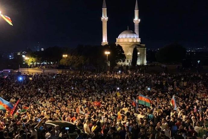 Orduya dəstək aksiyasında təxribat - bir qrup Milli Məclisin ...